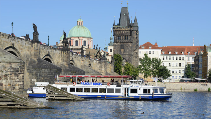 One-hour river cruise in Prague